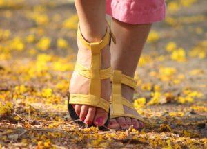 Миришат ли ви краката? Спасете себе си и околните