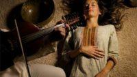 Музикална терапия при депресия – нежният лек за душата