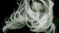 Преждевременно побеляла коса – на какво се дължи това?